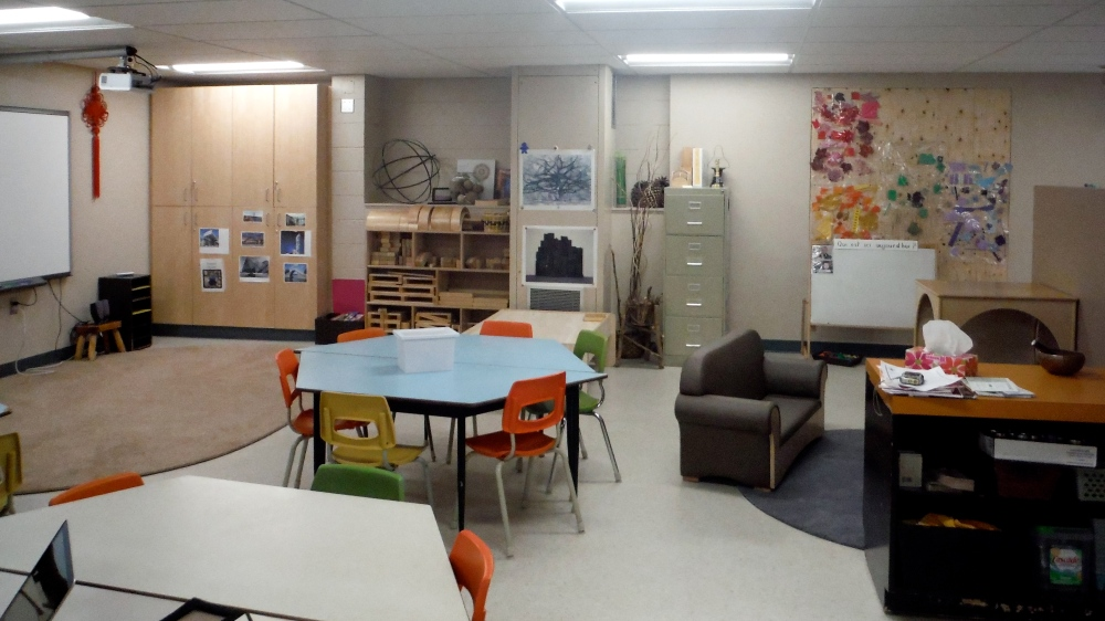 classroom with furniture and neutral walls